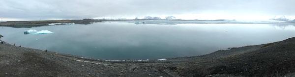Lago y paisaje natural en Islandia