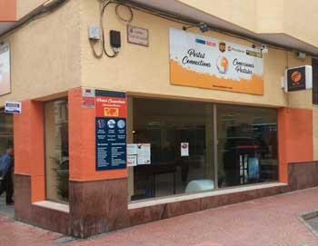Fachada exterior de la oficina de cambio de moneda de Eurochange en Calpe