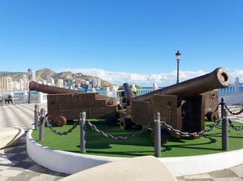 Cañones en la Plaza de Santa Ana - Benidorm