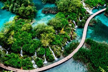 Vista aérea del Parque Plitvice en Croacia