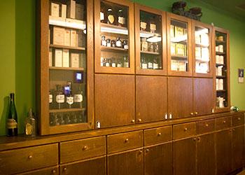 Vitrinas de la Farmacia Bajo el Águila en Cracovia