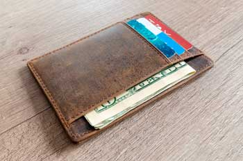 ¿Llevar efectivo o tarjeta para viajar al extranjero?