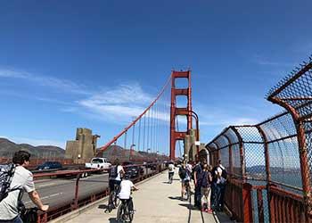 Gente en bicicleta por el Golden Date, San Francisco