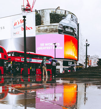 Picadilly Circus - 10 free things to do in London
