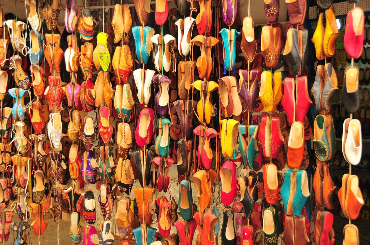 Tienda de sandalias en el Zoco de Marrakesh