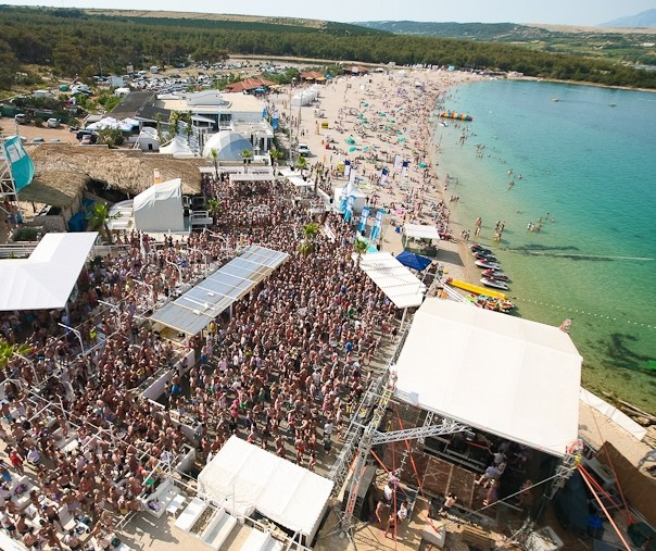 Playa de Zrce - Foto de www.zrce.eu